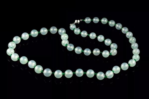 翡翠珠子收藏要点,翡翠珠子图片欣赏