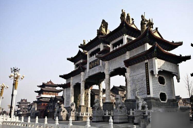 """""""东方翡翠""""的产地——南阳玉石批发市场"""