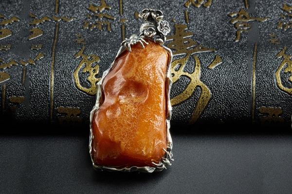 蜜蜡原石多少钱一克?蜜蜡原石图片