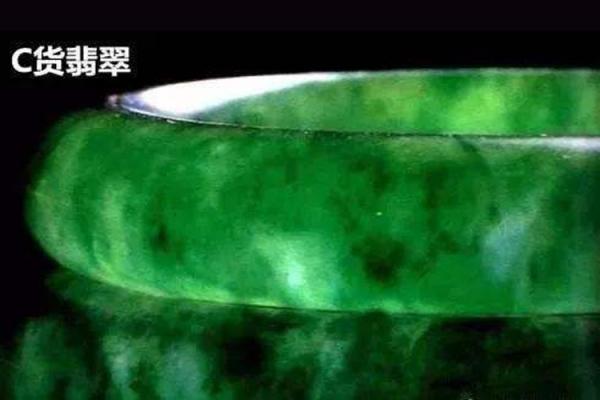 翡翠的鉴别方法水泡法到底靠不靠谱?翡翠水泡法是什么?