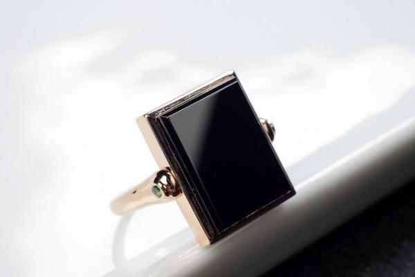 墨翠戒指图片欣赏,带你探寻墨翠受欢迎的原因