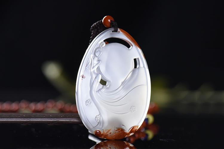 还以为玉雕作品传统守旧?这些融入时代气息的玉雕让你爱不释手!(7)