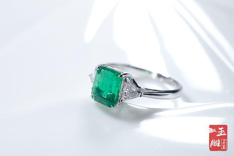 传奇的祖母绿宝石戒指-玉雕名家
